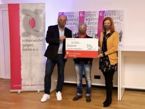 Scheckübergabe Cross against Cancer 2020: Dr. Steffen Wagner, Maria Ketter, Sabine Rubai